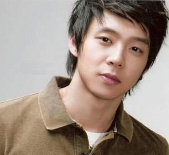 http://pinkrazy.files.wordpress.com/2010/03/20090528_yoochun-main.jpg